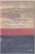 Social and Cultural Anthropology: A Very Short Introduction (Paperback)