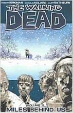 The Walking Dead Volume 2: Miles Behind Us (Paperback)