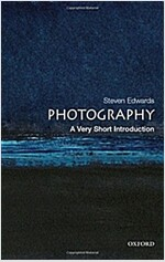 Photography: A Very Short Introduction (Paperback)