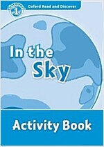 Oxford Read and Discover: Level 1: In the Sky Activity Book (Paperback)