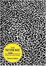 The Pattern Base : Over 550 Contemporary Textile and Surface Designs (Paperback)