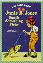 Junie B. Jones #12: Junie B. Jones Smells Something Fishy (Paperback)
