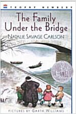 [중고] The Family Under the Bridge (Paperback)