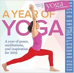 A Year of Yoga Page-A-Day Calendar 2019 (Daily)