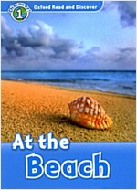 Oxford Read and Discover: Level 1: At the Beach (Paperback)