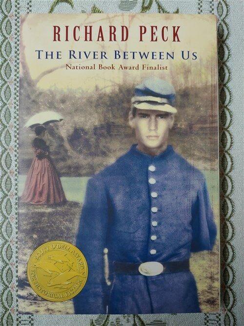 [중고] The River Between Us (Paperback)