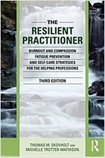 The Resilient Practitioner : Burnout and Compassion Fatigue Prevention and Self-Care Strategies for the Helping Professions (Paperback, 3 New edition)