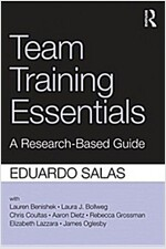 Team Training Essentials : A Research-Based Guide (Paperback)