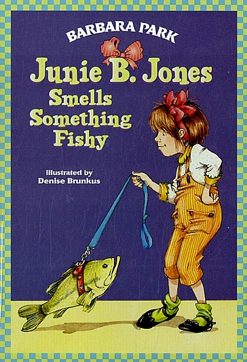 Junie B. Jones #12: Junie B. Jones Smells Something Fishy (Paperback)