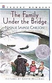 The Family Under the Bridge (Prebound)