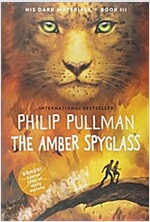 The Amber Spyglass (Paperback)
